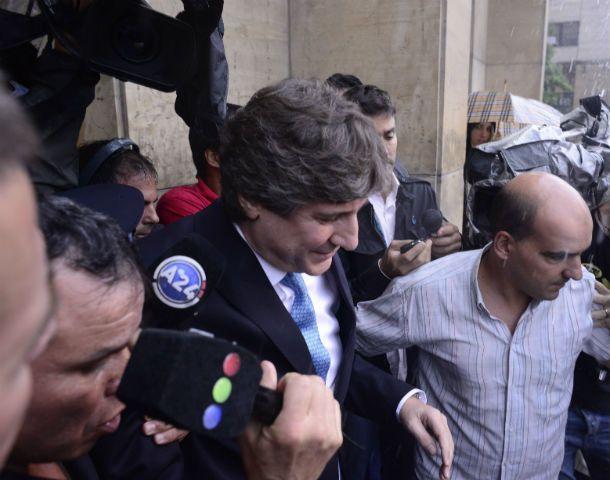 Tumulto. Amado Boudou se retira de Tribunales luego de haber declarado ante el juez Lijo por la causa Ciccone.