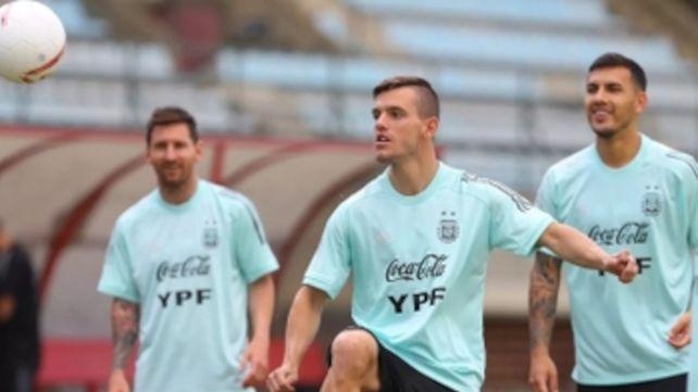 ¡Qué trío! Messi y Paredes observan a Lo Celso