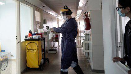 El personal de salud enfrentó una sobrecarga laboral durante toda la pandemia.