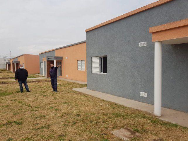 El jefe comunal Amaro Fito González hizo entrega de las nuevas viviendas para diez timbuenses.