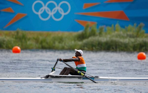 El atleta africano fue aplaudido por el público presente en Eton Dorney