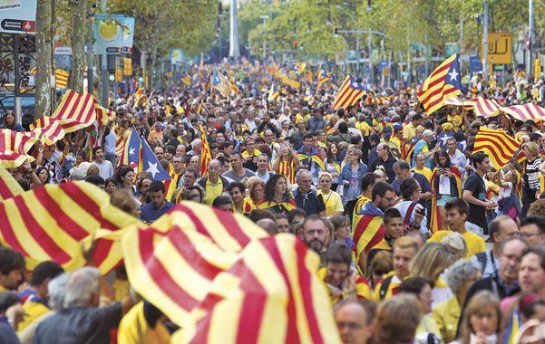 Marea humana. Los catalanes mostraron el miércoles su determinación de realizar una consulta popular en 2014.
