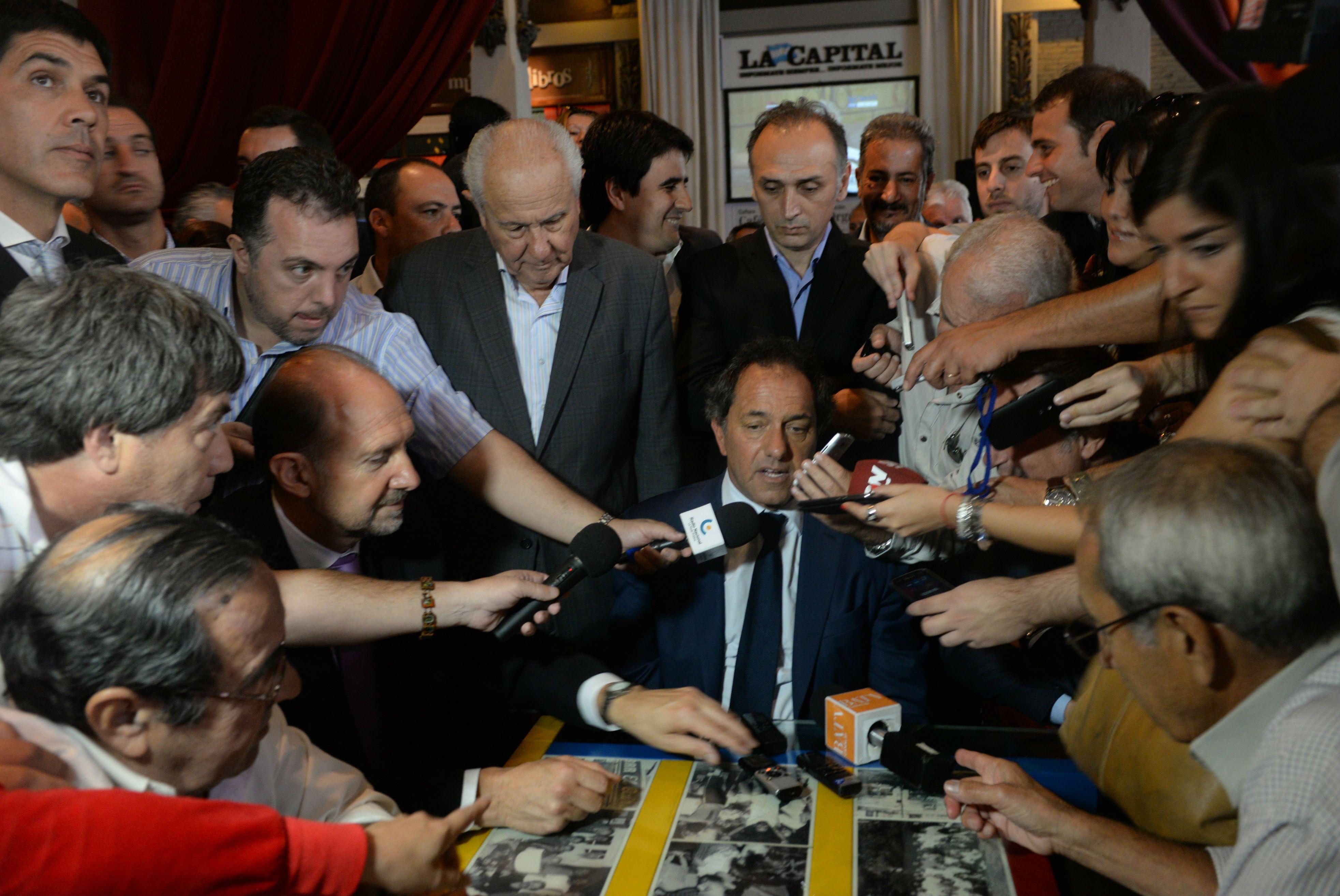 El gobernador de Buenos Aires se reunió con vecinos