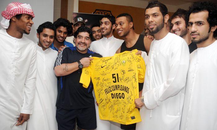 Diego festejó su cumpleaños 51 en Dubai con sus hijas y su nieto