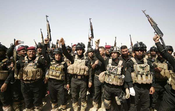 Listos para la acción. Un grupo de oficiales iraquíes
