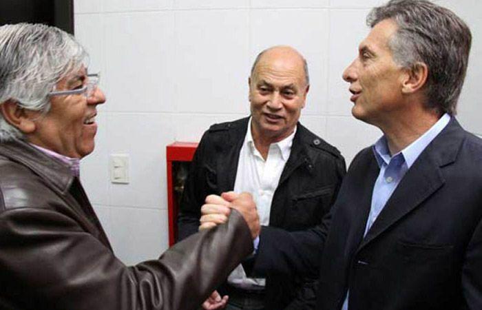 Venegas con Moyano y Macri. El sindicalismo que apoya al nuevo gobierno.