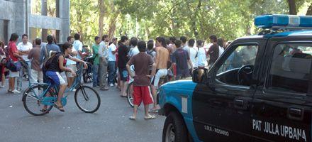 Disturbios en Newells: Bermúdez pidió a López que saque del medio a la barra