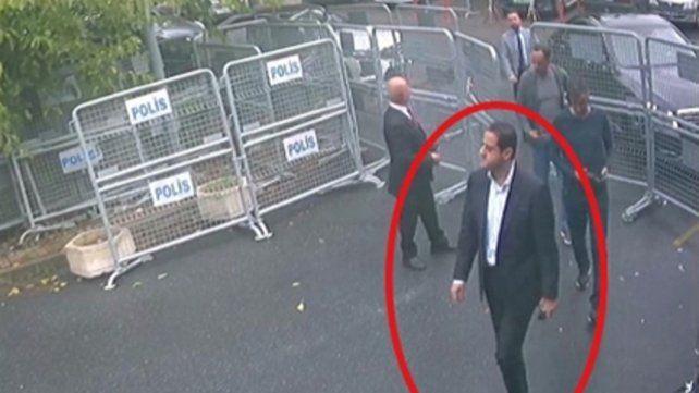 Sospechoso. El jefe del equipo de ejecutores Maher Mutreb ingresa al consulado horas antes que Khashoggi.