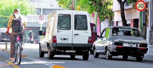 Un incidente de tránsito menor entre una ciclista y un automovilista terminó en una demanda judicial