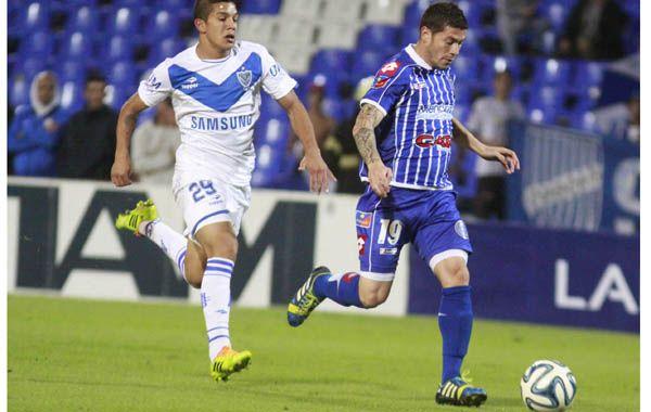 José Luis Fernández se encamina hacia el gol. Fue cuando Godoy Cruz soñaba. (Foto: Noticias Argentinas)