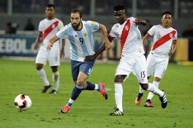 Un jugador de la selección aseguró que Higuaín merece otra chance en el equipo