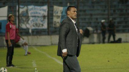 El entrenador empieza la preparación del plantel rojinegro.