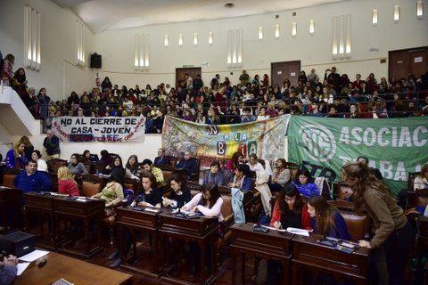abarrotado. La sala y las tribunas del Concejo Municipal desbordaron de reclamos frente a las políticas públicas sobre la niñez.