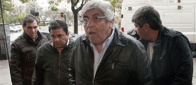 A Tribunales. Moyano se defendió con una dura acusación contra el gobierno por las causas de los saqueos.