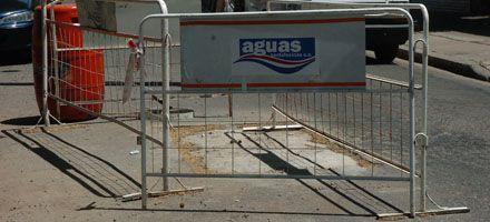 Los centenarios caños de agua no dan más y Rosario se llena de corralitos
