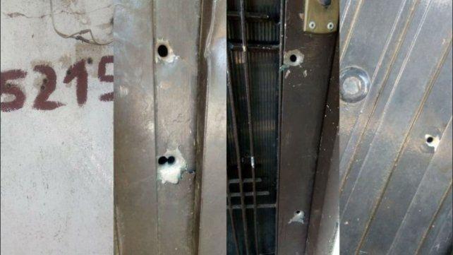 Perforaciones. Marcas en las aberturas y las paredes de una vivienda objeto de una balacera.