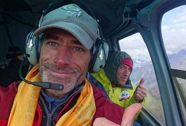 Deportistas. Galván tripula un helicóptero en compañía de Zerain.