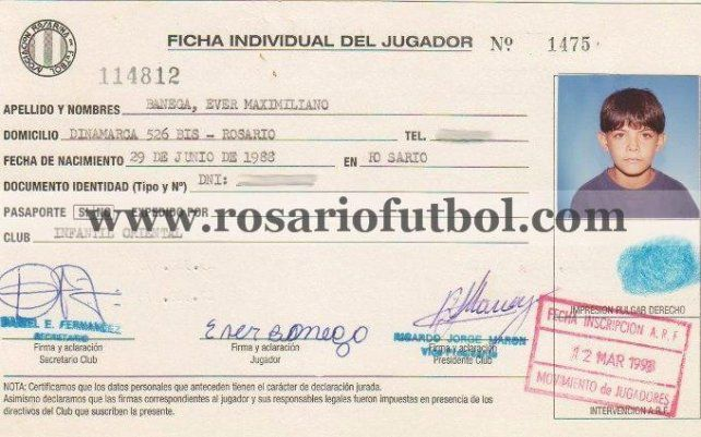 La ficha de Ever:  Banegas también estampó su primera firma en el formulario 114812.