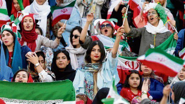Las iraníes otra vez en las canchas