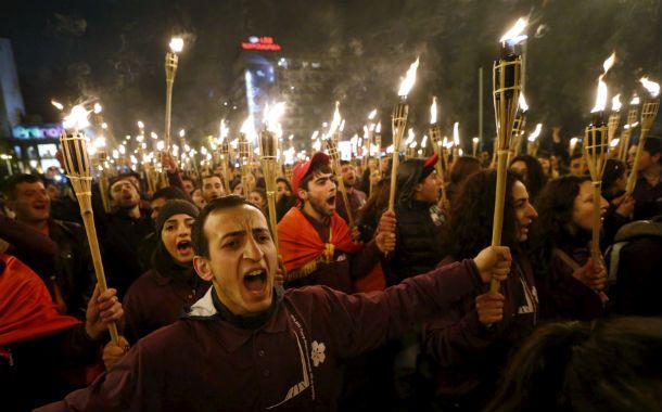 Recordación. Miles participaron de la procesión al memorial del genocidio en Erevan