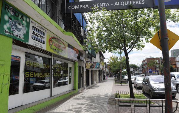 Planes. Reunión de funcionarios con referentes del centro comercial Ayacucho.