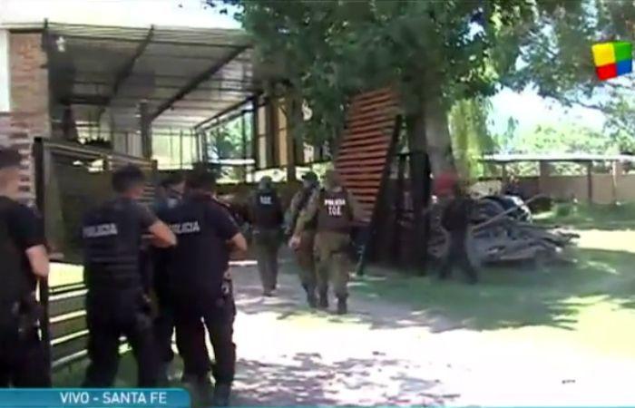 Un amplio despliegue policial se realizó este mediodía en Helvecia. (Foto: captura TV)