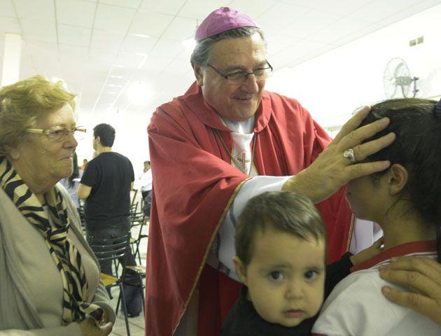 El arzobispo de Rosario viaja a Roma para entrevistarse con el Papa.