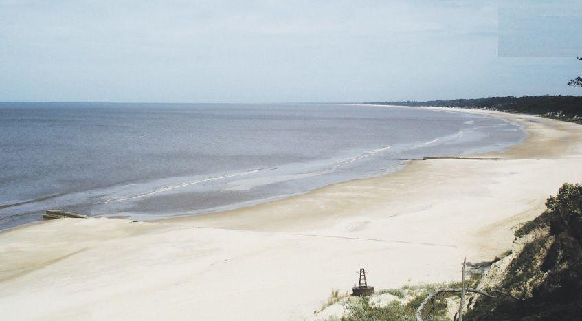 Las extensas playas son la perla de la Costa de Oro.