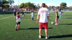 Las autoridades de los clubes de la ciudad piden que los chicos puedan realizar algunas actividades deportivas.