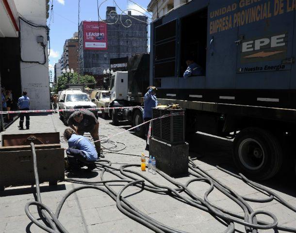 Los tremendos equipos de la EPE que se instalaron ayer al mediodía generaron algo de alivio a los comerciantes en una época clave para las ventas.