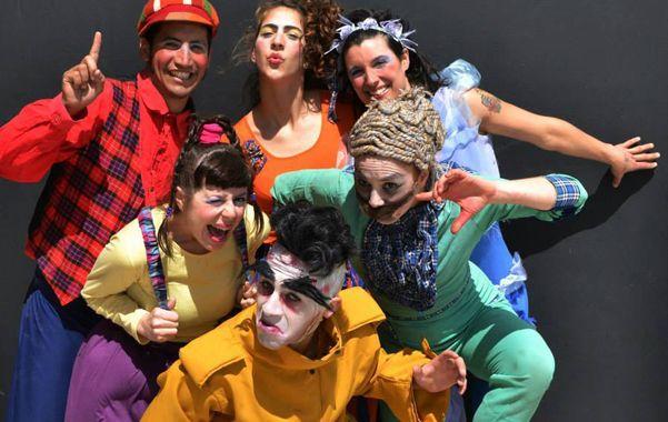 El flamante grupo Drimtím apela a las destrezas circenses para contar un relato de náufragos.
