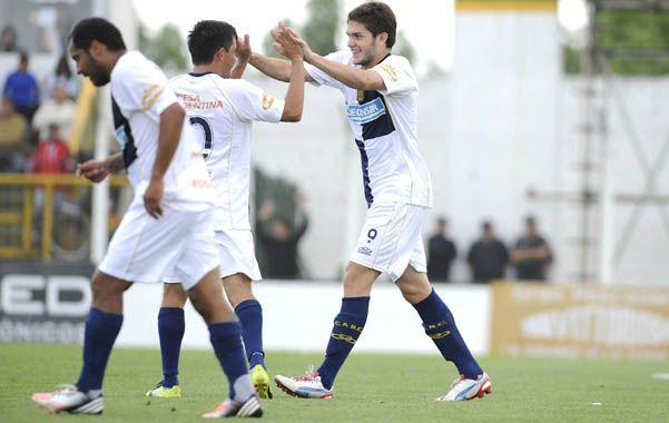 Punto de partida. Coniglio celebra su gol en Florencio Varela.