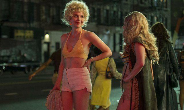 Salvajes años 70. Maggie Gyllenhaal interpreta a una prostituta que entra en el negocio de las películas pornográficas.