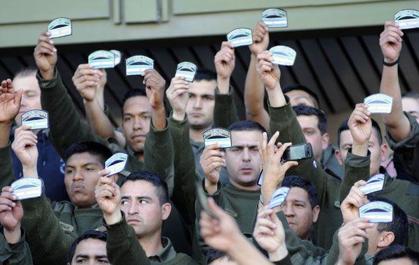 Miembros de la Gendarmería Nacional siguen apostados en el edificio Centinela.