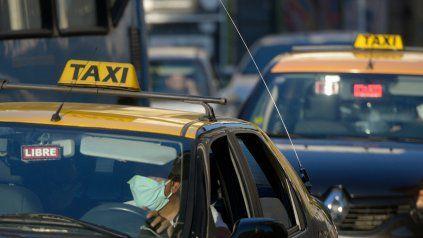 Tras los ataques, taxistas insisten con el pedido de mamparas antivandálicas