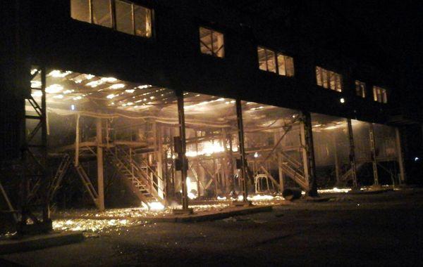 Los bomberos recién pudieron ingresar a la planta cerca de las 21