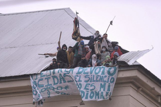 Violento reclamo de los reclusos del penal de Villa Devoto