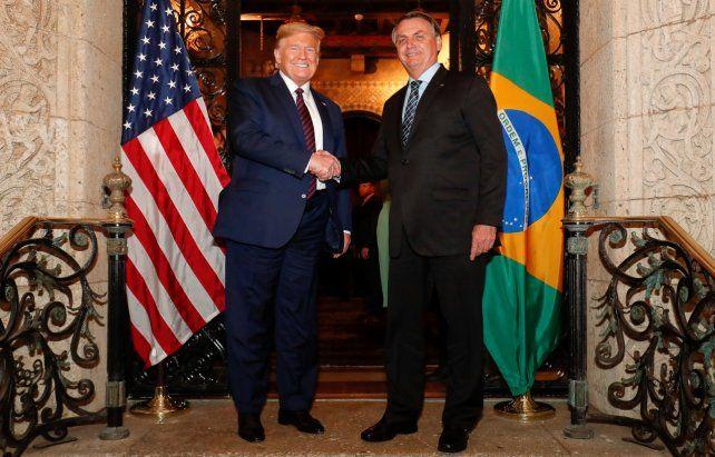 Amigos. Trump recibió a Bolsonaro en su residencia de Florida.