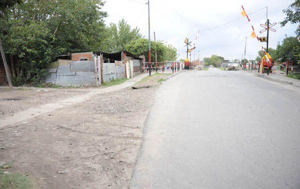 Violencia. Los vecinos de Teniente Agneta y las vías del ferrocarril dijeron que la zona está a merced de bandas narco.
