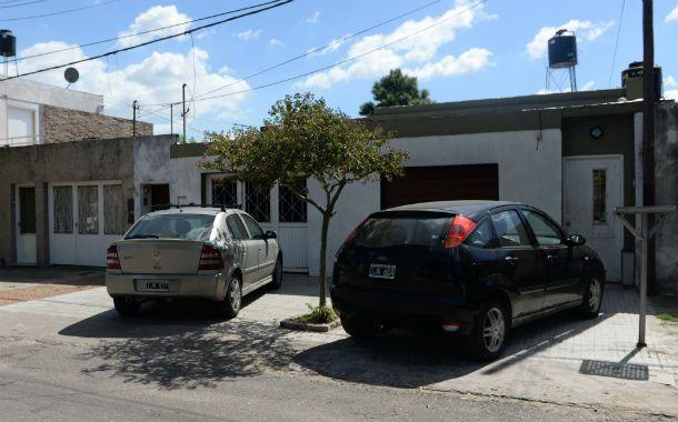 Por el garaje. Los ladrones aprovecharon que el portón estaba abierto para entrar a la casa de Roberto Spinelli.