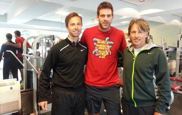Delpo posó en el gimnasio junto a su entrenador Franco Davin y el preparador físico Martiniano Orazi. (Foto: Twitter)