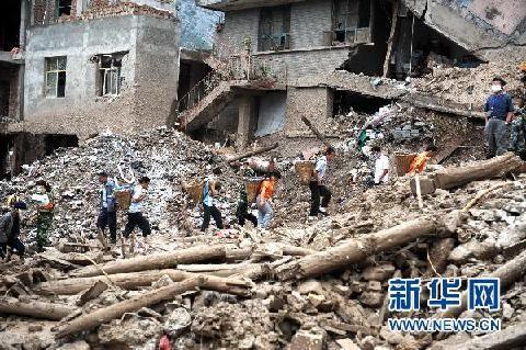 Los equipos de rescate siguen trabajando para salvar a los habitantes atrapados. (Foto de archivo)