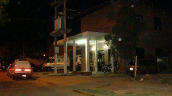 La víctima fue trasladada al Hospital Anselmo Gamen de Villa Gobernador Gálvez, donde falleció.