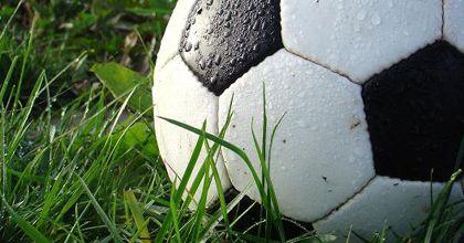 El torneo que reemplaza a la Copa Uefa tendrá 5 árbitros: habrá 2 jueces de gol