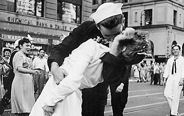 Ícono. La imagen tomada por Alfred Eisenstaedt el 14 de agosto de 1945.