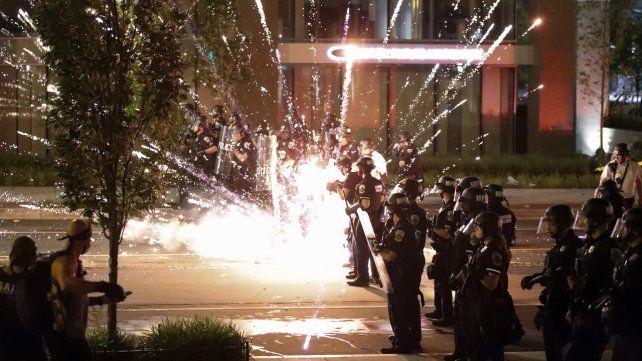 Las tensiones se dispararon ante la Casa Blanca tras tres días de manifestaciones en el lugar.