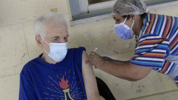 Población de riesgo. El plan de cobertura en geriátricos comenzó el lunes pasado y concluyó ayer con un alcance de 17 mil personas; de ellas 8 mil son residentes.