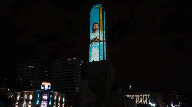 Messi se volvió Monumento esta noche de viernes en Rosario.