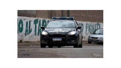 Las vecinales pretenden que haya un patrullero por cuatro manzanas. Eso elevaría el número de móviles policiales a mil, algo muy difícil de concretar.