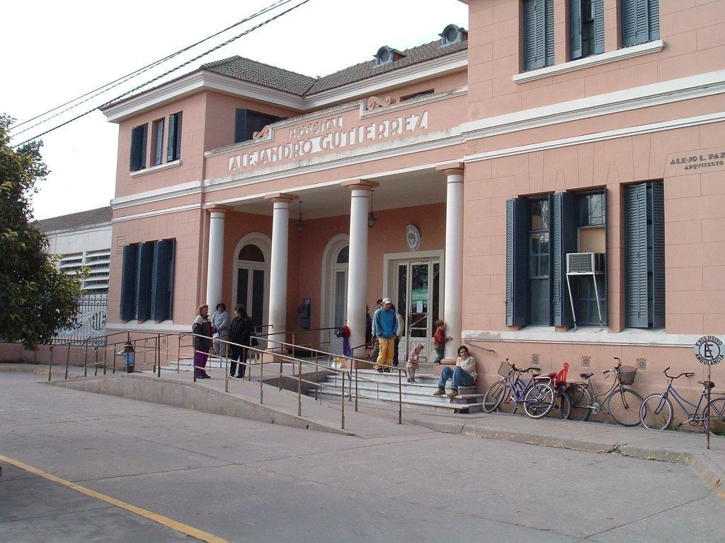 El joven de 13 años apuñalado en una gresca con sus compañeros de escuela fue internado en el Hospital Gutiérrez de Venado Tuerto.